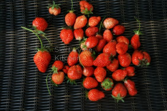 IMG_9302+freshly+picked+strawberries.jpg (1600×1066)