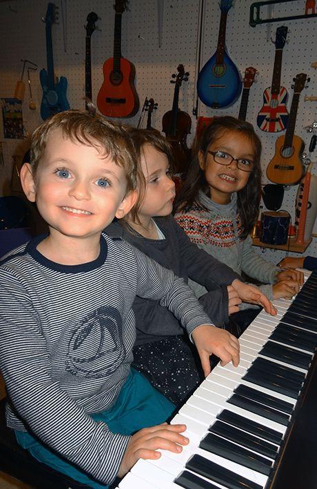 Petits pianistes au Tout Petit Conservatoire