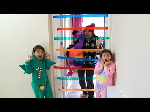 Annemi Hirsiz Sandik Eglenceli Anlar Kids Pasting Colored Bands On The Door Funny Kids Video Youtube Eglenceli Anlar Entertainment Sandik
