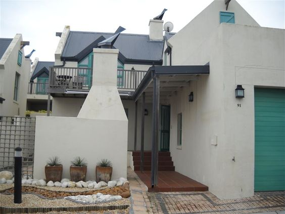 Kingshaven 91 - Kingshaven 91 is set in the Big Bay area in Cape Town. It is 45 minutes from the Cape Town International Airport and is within walking distance of the beach.  This self-catering house has three bedrooms. ... #weekendgetaways #bloubergstrand #southafrica