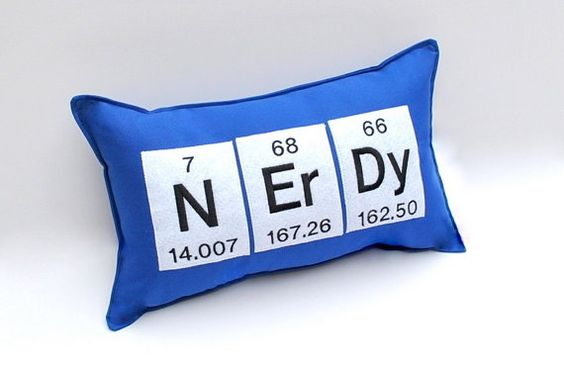 I REALLY want this pillow... things-to-geek-out-over