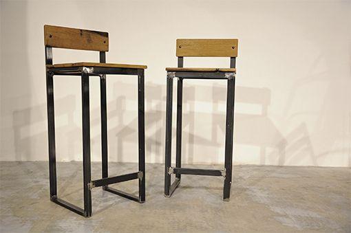 sgabello realizzato con struttura in ferro grezzo e seduta in legno ...