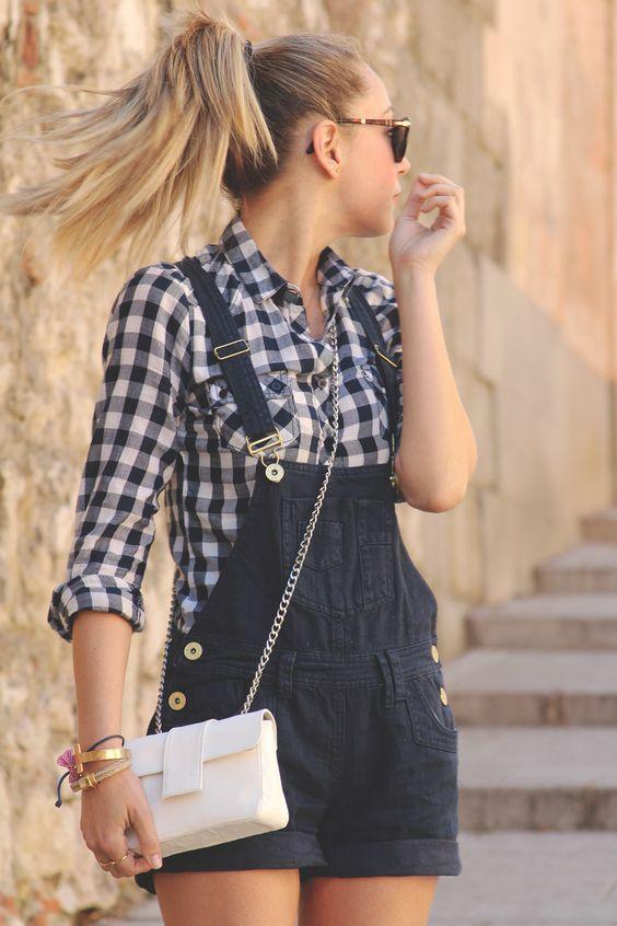 I love overalls. I'm glad they're making a fashion comeback:-)