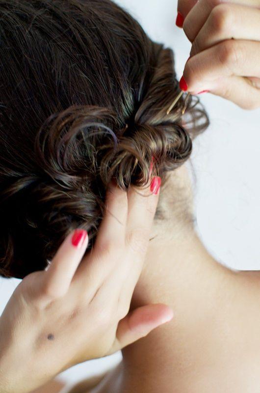Haare eindrehen und feststecken