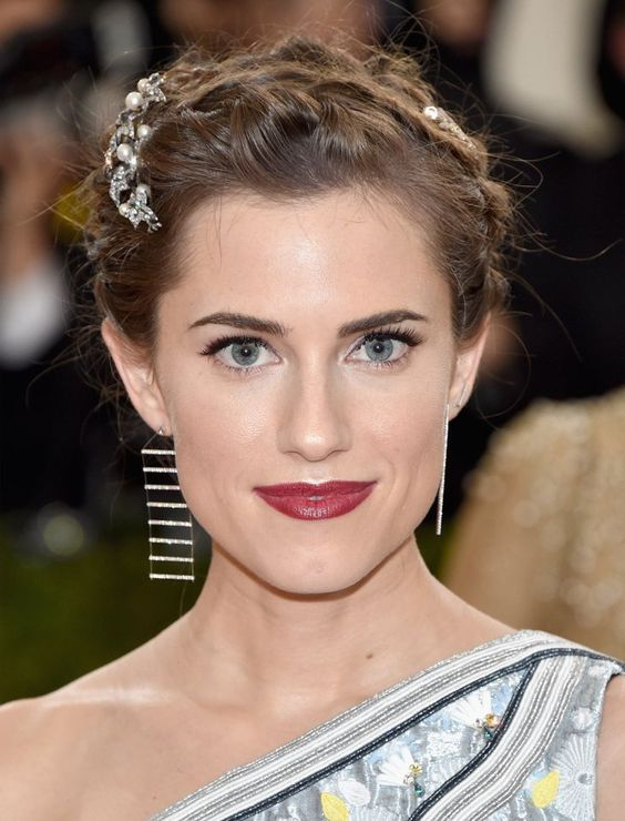 Pin for Later: The Met Gala Jewels and Accessories It'd Be Way Too Tough to Miss Allison Williams Wearing Soraya Silchenstedt x La Ligne earrings and Erickson Beamon hair accessories.