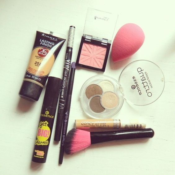 #fotd feat. #rimmellondon foundation and blush, #essencecosmetics #eyeshadows #eyeliner #mascara #makeupbrushes & #misssporty concealer