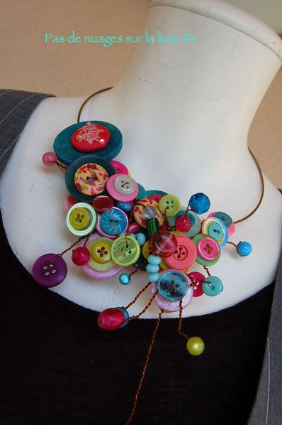 collier boutons                                                                                                                                                      Plus