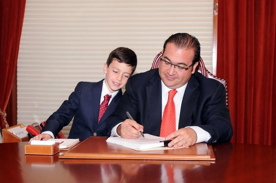 Durante su conferencia de prensa semanal, el Gobernador señaló que Veracruz es de los primeros estados en el país que adecuan su marco legal, con el objetivo de garantizar una mejor educación para la niñez y los jóvenes.