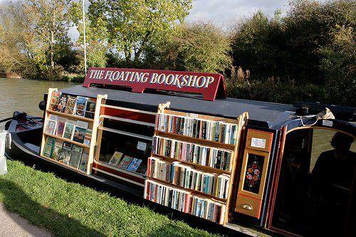 Libreria flotante.