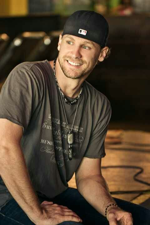 please lord tell me hes touring..<3 chase rice