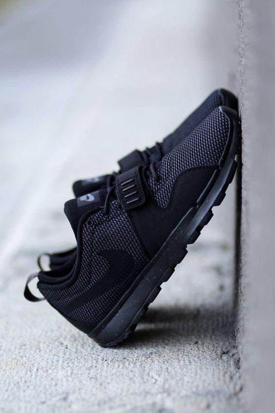 nike black on black shoes