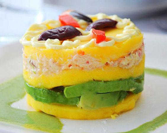 La causa limeña es un plato típico de la cocina peruana y su ingrediente más característico es la papa amarilla. En RecetasGratis.net queremos mostrarte la receta...