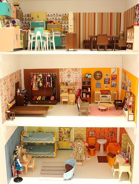 Vintage dollhouse - so cool!