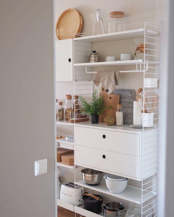ストリング シェルフ システム ホワイト キッチンボード イメージ