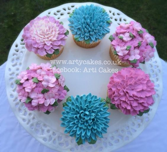 Beautiful Flower Cupcakes designed by Maha Muhammed