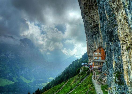 Ascher-Cliff-Restaurant-Ascher-Guesthouse-Switzerland-Mountain-Ancher-1 @JMiquelWine