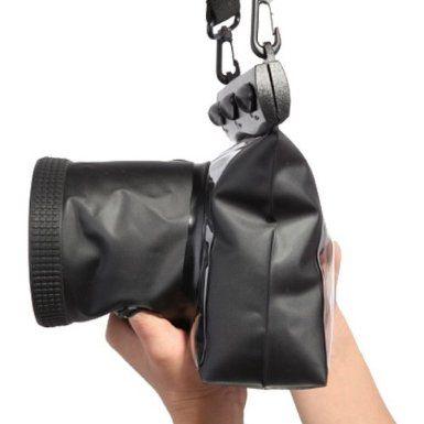 Koolertron - 20M impermeable subacuática Funda cámara sumergible para DSLR Canon 5D III 5D2 7D 60D 600D Nikon D700 D5100(Talla M) de Koolertron Precio: EUR 26,75 Disponible con envío gratis con Amazon Premium      Materiales: PMMA + PVC reforzado de policarbonato de alta calidad + ABS     Dimensiones de la caja: 19cm X 7.8cm x 17.5cm (L x W x H) La profundidad del agua: 20M