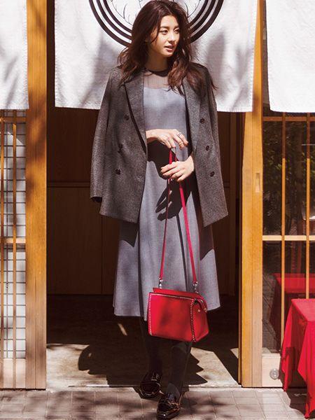 赤いバッグが可愛い朝比奈彩さん