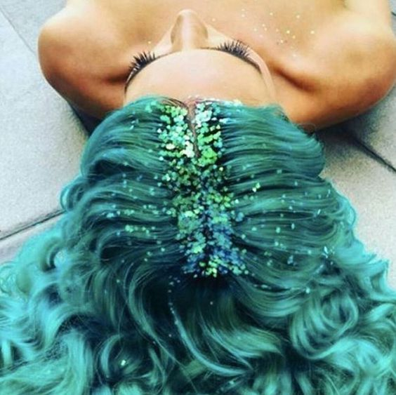 The only time I've liked glitter roots: