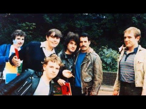 Pin By Cora Millette On Queen In 2020 John Deacon Freddie Mercury We Are The Champions