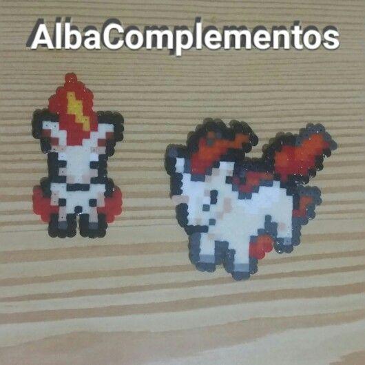 Llaveros o colgante de mochila de Ponyta #hechoamano en #AlbaComplementos #pokemongo #ponyta #pokemon #llavero #colgantedemochila #beads #pixels #colgantedebolso