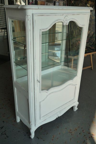 ancienne vitrine en merisier que j 39 ai repeint en blanc vieilli dimensions 90 cm de large 150 cm. Black Bedroom Furniture Sets. Home Design Ideas