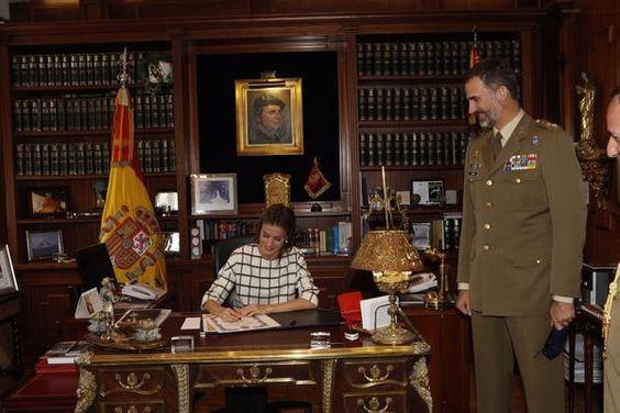 Foro Hispanico de Opiniones sobre la Realeza: La reina Letizia se unió al final de la visita