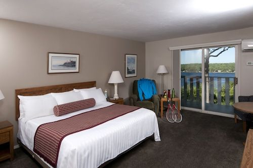 Book Country House Resort In Sister Bay Hotels Com In 2020 Door County Hotels Door County Lodging House Rooms