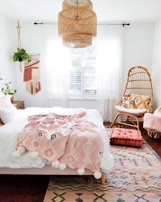 Check out our latest trend: BOHO... Not only because it looks so stylish.. but literally fits with everything! Here we can see an example of the perfect combination between pink and white colors mixed with light brown rattan chandelier (AMAZING), and a rattan chair. Make it stand out with an ethnic style carpet underneath your bed covered with a white  quilt.