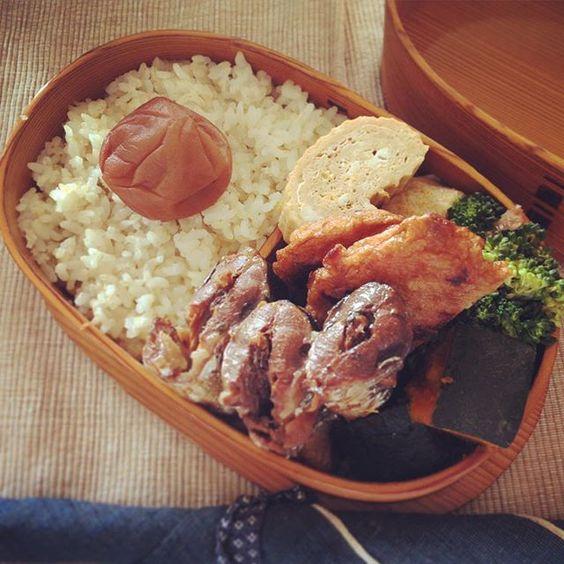 今日の夫弁当メモ。  五分づき米 梅干し 秋刀魚の梅しょうが煮 出汁巻き卵 ブロッコリーおかか和え かぼちゃの煮物 野菜天  秋刀魚が8尾で540円だったので、3尾は昨晩塩焼きにして、残りは圧力鍋で梅しょうが煮に。圧力鍋だと骨まで柔らかく食べられるので、息子に食べさせるのも骨取り不要でとっても楽ちん。ということに、もっと早く気づけば良かった! これからはもっとちょくちょく圧力鍋を使います。