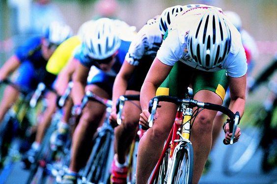 ¿Qué clase de pedales usan los ciclistas profesionales?. Para los ciclistas profesionales, la elección de los pedales puede mejorar su rendimiento y seguridad. Aunque la mayoría de los profesionales optan por los pedales automáticos, el tipo de pedal utilizado generalmente depende de la clase de ...