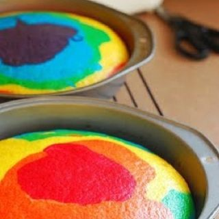 Rainbow cake! How cute is that! Considering this as an option for kids' birthday cakes....