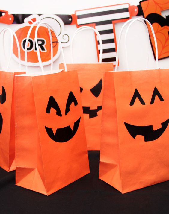Decorate these Halloween trick or treat bags with these free printable pumpkin face templates!