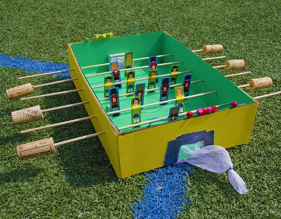 #Tischkicker zum #Selberbasteln: So könnt ihr gemeinsam mit euren Freunden eure ganz eigenen Tischkicker-Turniere austragen! #geolino #basteln #fußball #em #wm #Kicker #diy #selbermachen #em2016