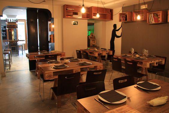 Original decoraci n de nuestro restaurante mesas - Decoracion con palets ...
