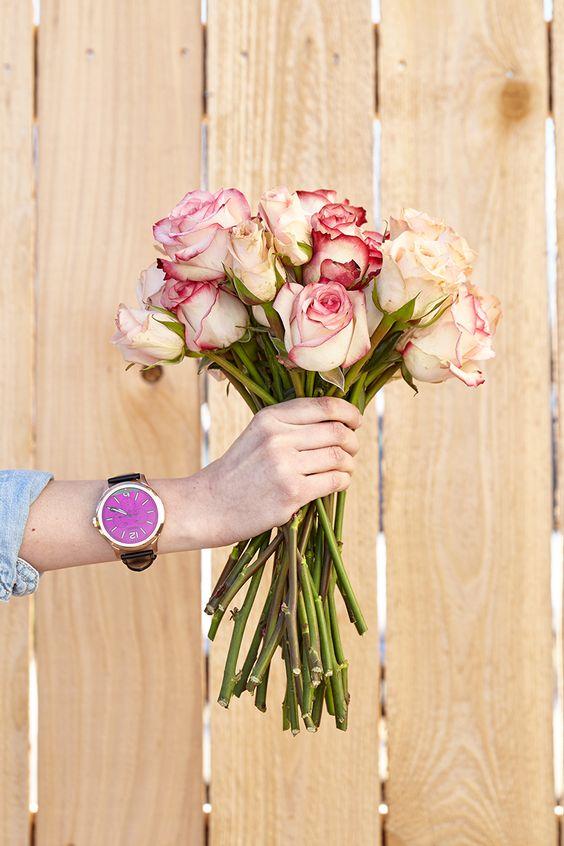 Rosa Blumen sehen sogar besser aus mit einer schönen Armbanduhr, oder? #LimbeckerPlatz #Essen #LimbeckerPlatzEssen #mode #rosa #streetstyle