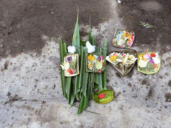 6/4(土)バリ島ウブドのお天気は晴れ。室内温度27.9℃、湿度69%。おや?今日はいつもと違うチャナン!と思ったら、影絵のワヤン為のお祭りだそうです~♪