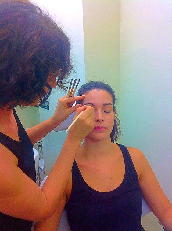 Lola maquillando a Eva. #maquilladoresciudadreal #maquilladores #ciudadreal