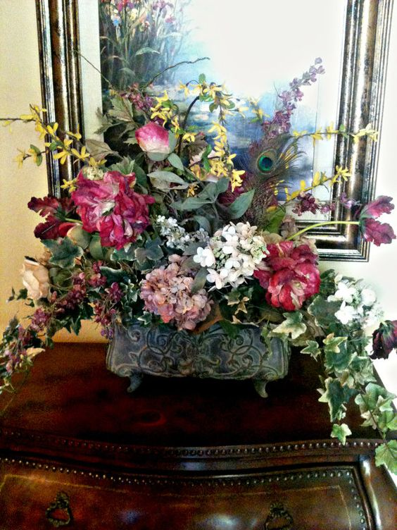 Traditional floral arrangement formal dining table Formal dining table centerpiece ideas