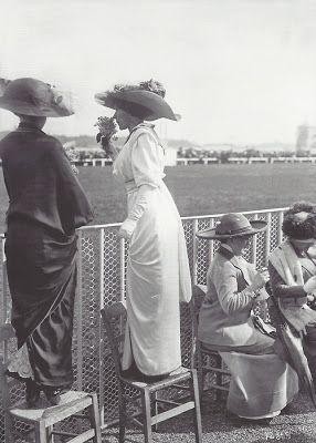 elégantes à longchamps, 1912