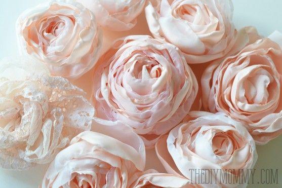 Tutorial per realizzare un bellissimo bouquet di fiori con il tessuto….. Eccovi un'idea originale pubblicata sul web, per realizzare questo originale bouquet, ideale per abbellire i nostri ambienti Shabby o decorare gli oggetti sempre dallo stesso stile, ma non solo…. Un'insieme di fiori in stile Shabby, creato per sostituire il tradizionale mazzo che usualmente accompagna ... Leggi ancora