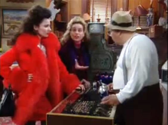 I love the fashion chosen for Fran on the TV show - The Nanny 27-the-nanny-red-faux-fur-oversized-coat.jpeg (799×595)