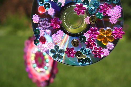 Recycled CD Wind Spinner | AllFreeKidsCrafts.com: