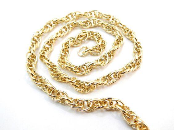 Cad 003 Cadena dorada de aluminio, Medida; 0.7 cm, $15 el metro, precio especial a mayoristas.