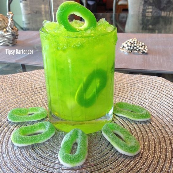 Tipsy bartendergreen princess peach green apple vodka for Green apple mixed drinks