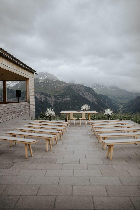 Eine wunderschöne und doch simple #Hochzeitszeremonie in atemberaubender Bergkulisse.   #HochzeitsfotografLech #Trauung #Berghochzeit