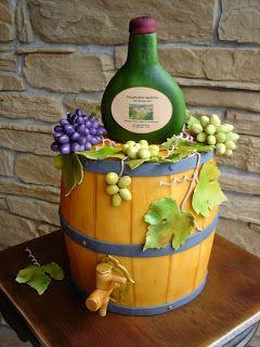 Brigittes Tortendesign: Weinfass mit fränkischem Bocksbeutel