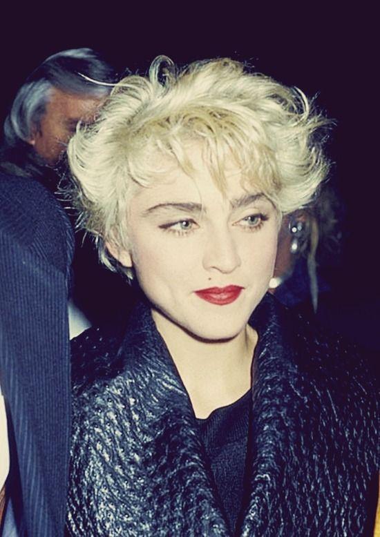 Madonna Ciccone Short Blonde Hair Short Hair Styles Blonde Bob With Fringe