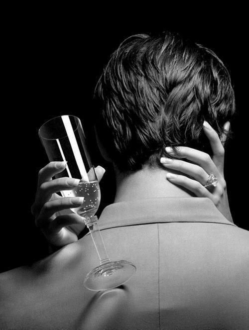 """Di vino, di poesia o di virtù, come volete, ma ubriacatevi.  ***  De vin, de poésie, ou de vertu à votre guise, mais enivrez-vous!  (Charles Baudelaire, da """"Les petits poèmes en prose: Enivrez-vous - Ubriacatevi"""")"""