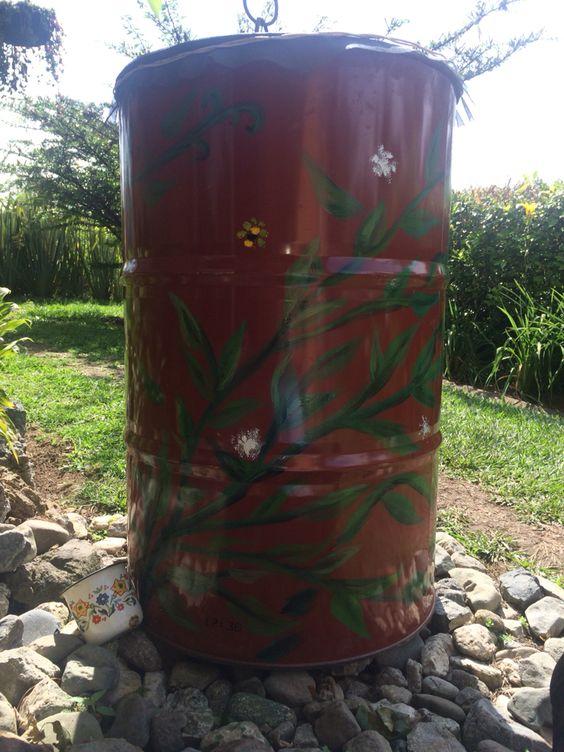 Reciclaje de canecas para recolección de agua lluvia
